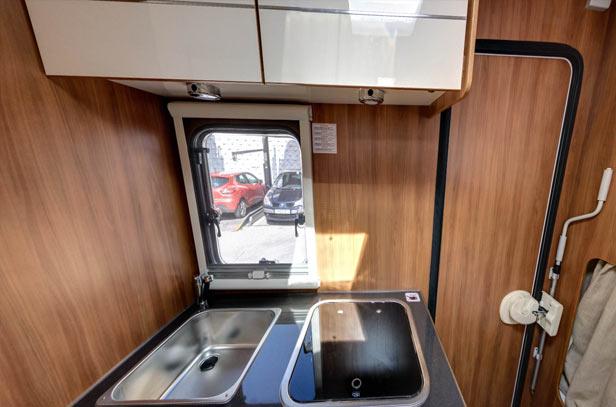 interior-autocaravana-cocina